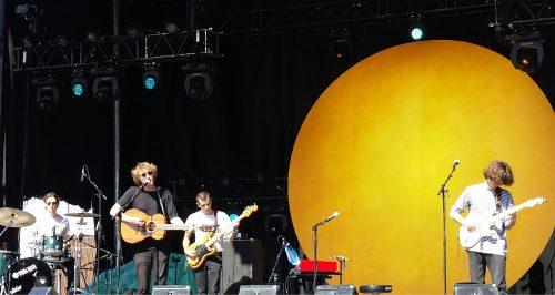 Photographie couleur d'Aliocha lors du concert présenté le 2 septembre 2017 dans le cadre du Mile Ex End Musique Montréal.