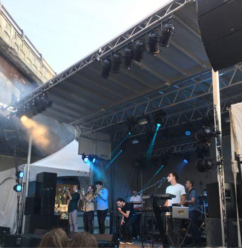 Photographie couleur du collectif Busty and the Bass lors du concert donné le samedi 2 septembre 2017 dans le cadre du Mile Ex Musique Montréal.