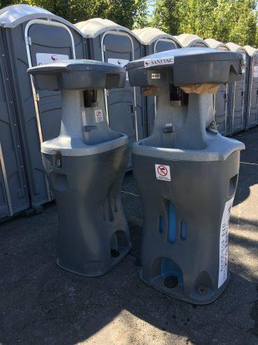 Vue des installations sanitaires (toilettes et lave-mains) du Mile Ex End Musique Montréal.