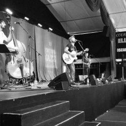 Sur scène, 3 des 5 membres du groupe Debauche lors de leur concert du 7 juillet au FIJM 2016.